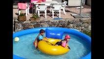 Souvenirs été 2015 - jeux d'eau dans la piscine