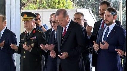 Cumhurbaşkanı Erdoğan Adnan Menderes'in Kabrini Ziyaret Etti