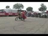Stunt - Christian Pfeiffer sur Ducati Monster