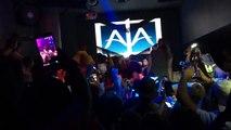 Lors d'un show case dans une boite de nuit en Floride, Chris Brown frappe violemment un photographe