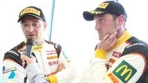 Hallyday et Moullin-Traffort après leur victoire en GT4 à Nogaro
