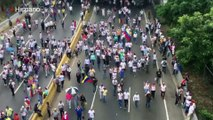 Marcha opositora continúa rumbo a la Defensoría del Pueblo