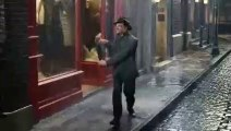 Singing and dancing in the Rain. Re