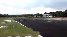 Regardez comment ce pilote va poser son avion de tourisme... Extreme