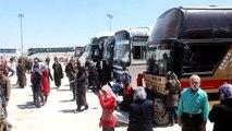 Syrie: les évacués de villes assiégées bloqués en route