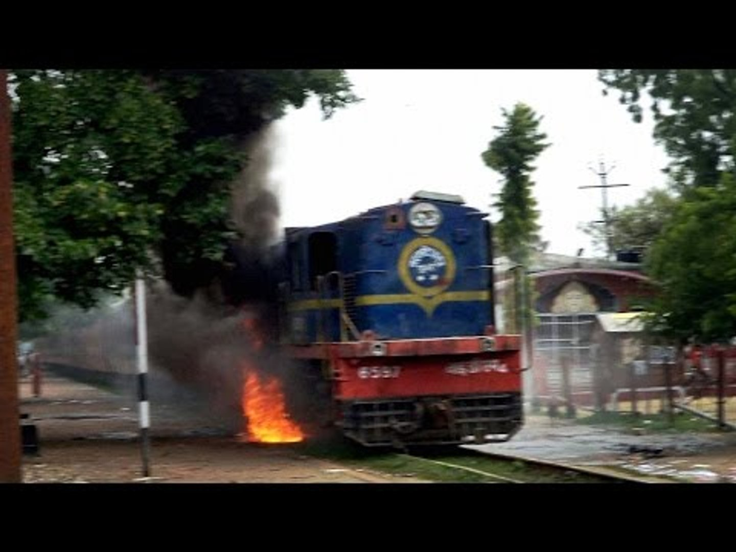 Train catches fire in Haryana's Jhajjar, no casualties reported | Oneindia News