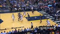 A 40 ans, Vince Carter dunke encore à une main contre les Spurs