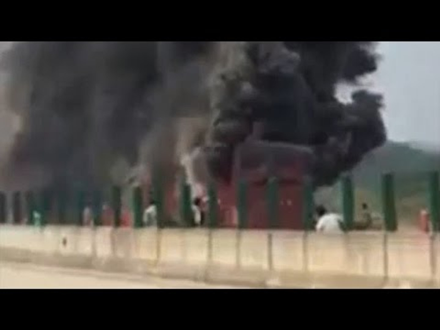 China bus catches fire, 35 people killed, Watch video | Oneindia News