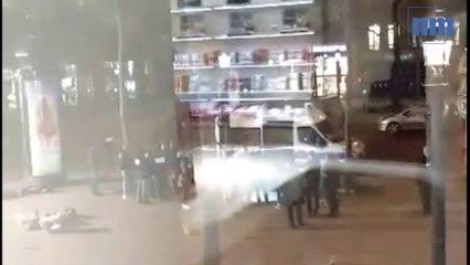 Les policiers au travail après la mort du terroriste aux Champs-Elysées