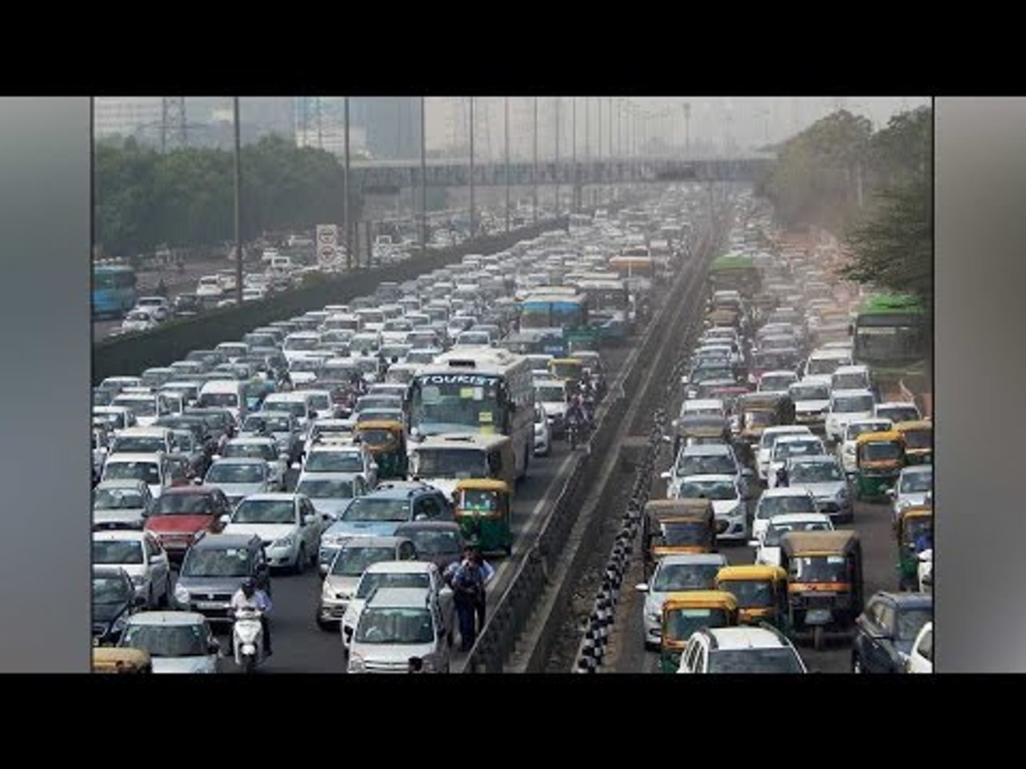 Delhi-Gurgaon road blocked by cabbies to protest SC ban on diesel taxi | Oneindia News