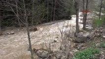 Trabzon'da Fırtına Can Aldı, Hes Bağlantı Borusu Patladı, Yolları Su Bastı