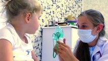 Niños Niños video Niños para bebé dada la inyección miedo Diana Médico trata vlogs dan