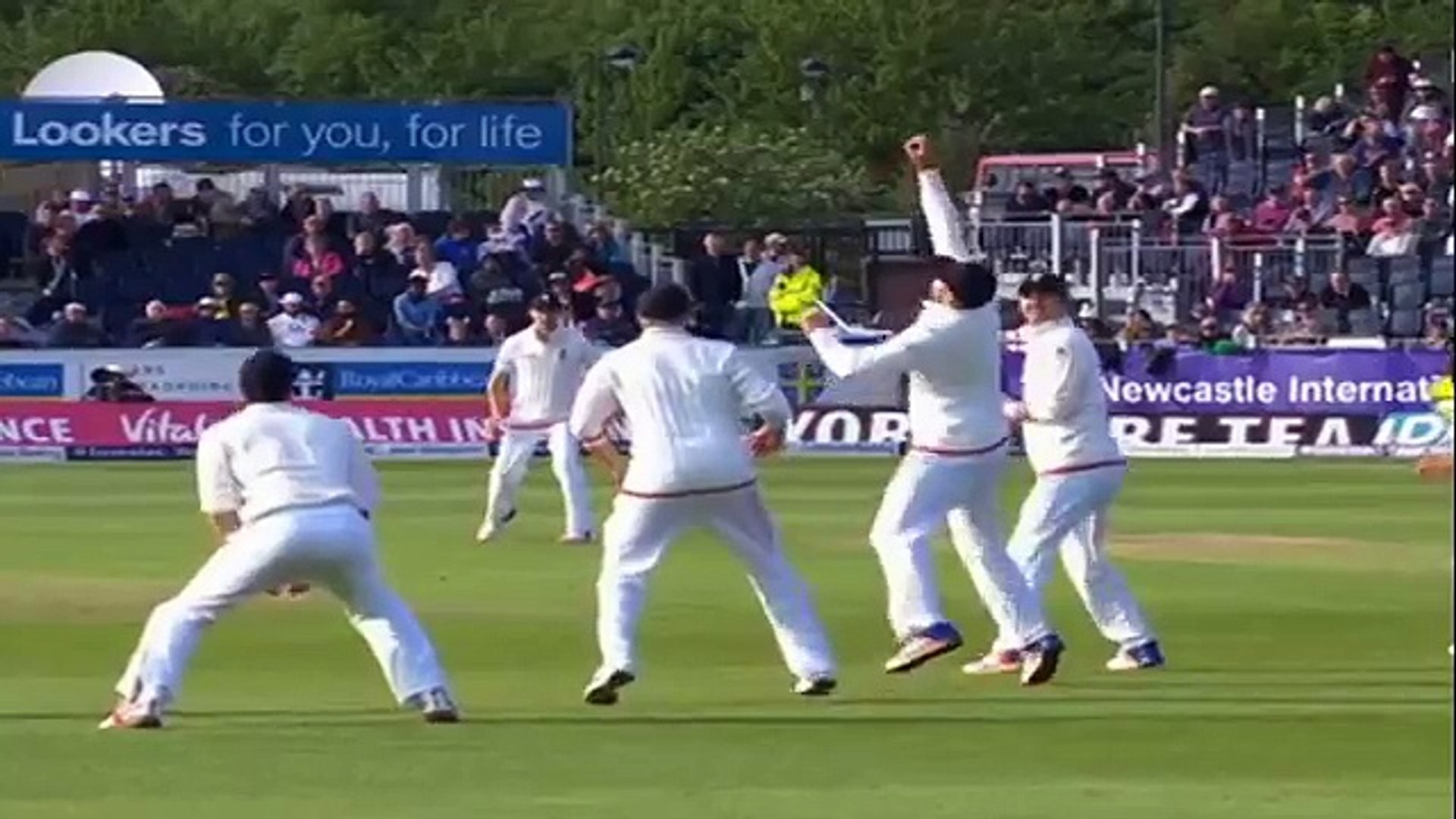 Catch video of best catches in cricket history - Amazing catches, sets the new standards of fielding