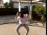 elisa kii danse l'electro clubbing (ou tecktonik)
