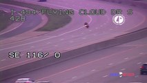 Ce motard qui fuit la police perd le contrôle de sa moto