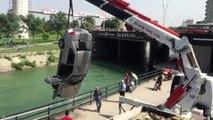 Otomobil Sulama Kanalına Düştü (2)