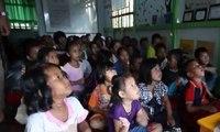 Wanita Ini Buat Rumah Belajar Khusus Anak-Anak Pemulung