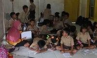 Ruangan Terbatas, Siswa Cirebon Belajar di Mushala