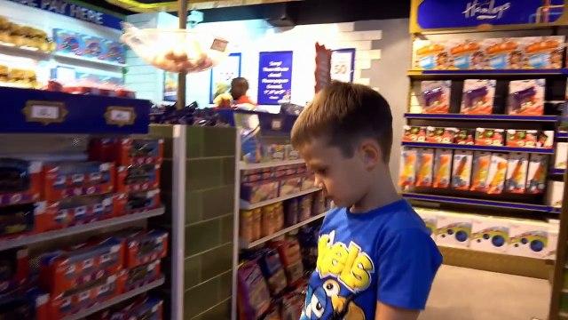 СУПЕР Огромный магазин игрушек Мистер Макс & Мисс Катя (новый выпуск ) в Мире Hamleys 6 этажей миллионы игрушек и целый