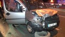 Okmeydanı'nda Trafik Kazası: 2 Yaralı... Sağlık Ekipleri, Yaralı Sürücüyü Akan Trafikte Ambulansa...