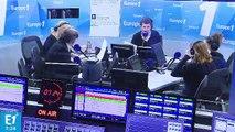 """Amanda Lear : """"François Bayrou a avalé la Clé USB avec le clip de campagne dedans. Il a pris ça pour un Apéricube"""""""
