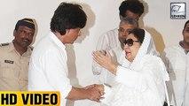 Shah Rukh Khan Shows Respect For DDLJ Actress Farida Jalal