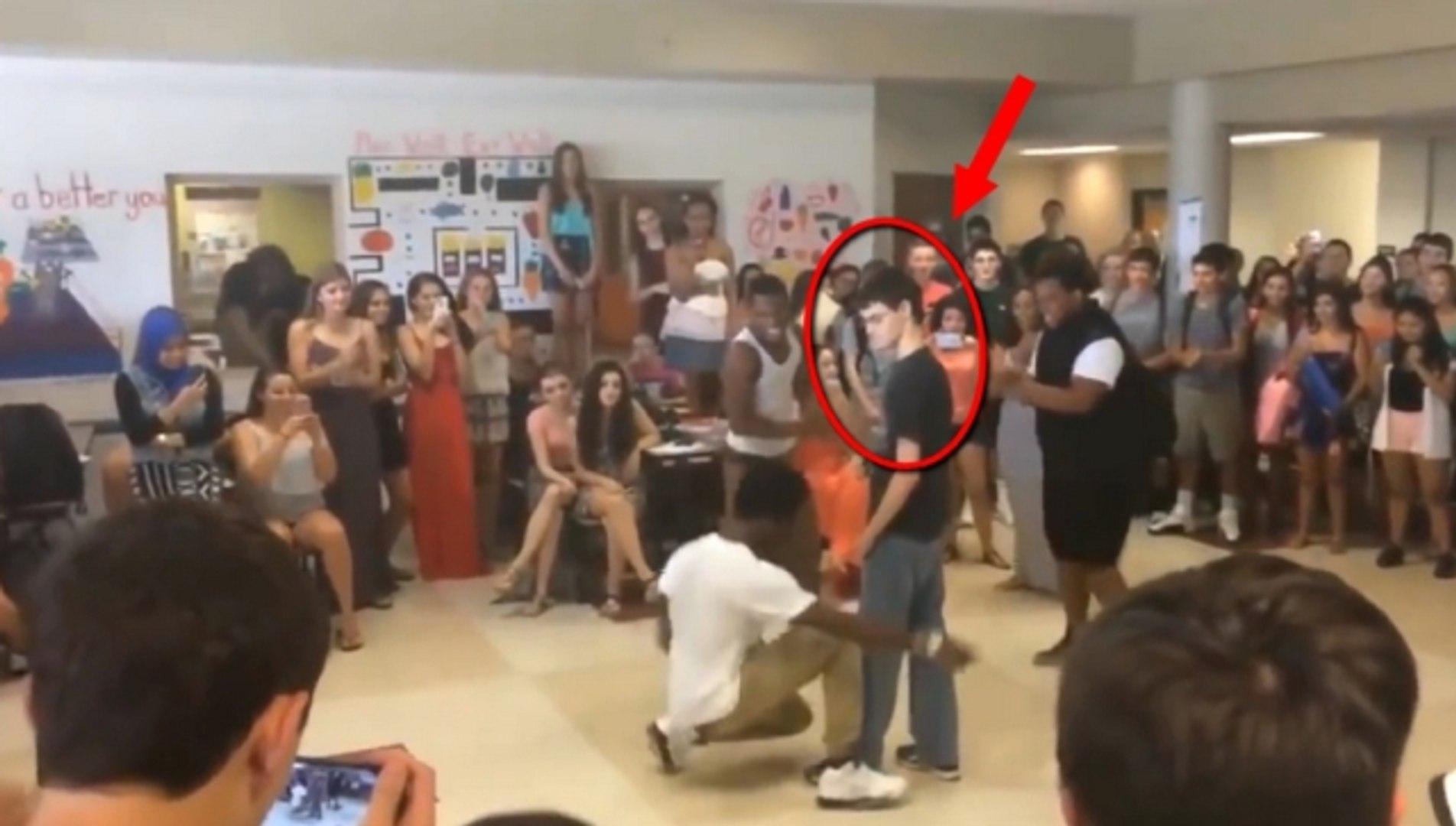 Sürpriz Dansıyla Herkesi Kendine Hayran Bırakan Liseli Genç