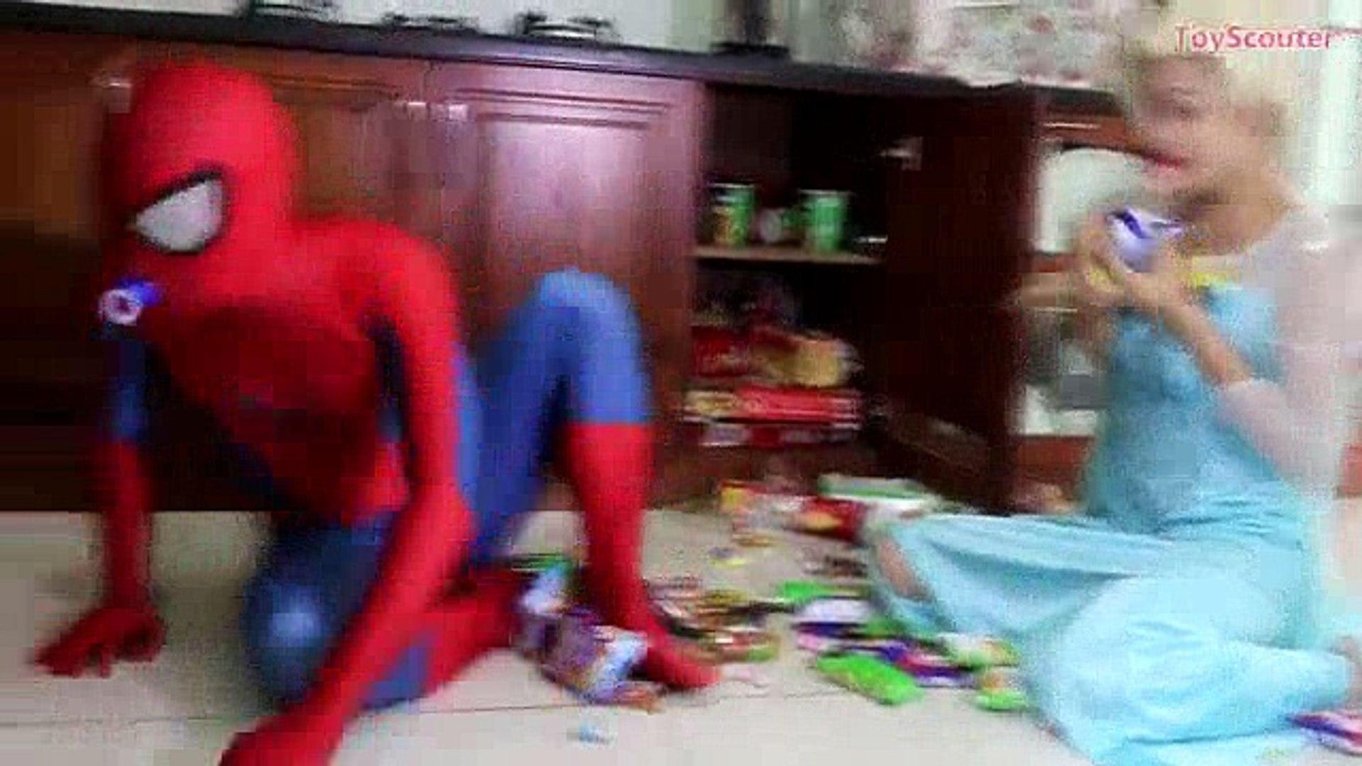 Baby Elsa LAUNCHES ROCKET COKE BOTTLES! w  Spiderman, Hulk & Joker in Real Life_0_split1