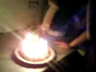Sarah souffle ses bougies x'D