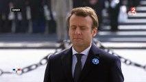 Alors que le Chant des partisans retentit, Emmanuel Macron ferme les yeux dans ce moment de recueillement