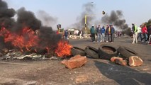 Residents of Johannesburg Suburb Block Roads in Protest Over Housing Shortages