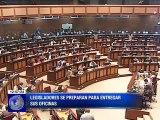 Asambleístas salientes retiran sus pertenencias para entregar sus oficinas