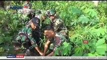 Anggota TNI Evakuasi Ular Piton Sepanjang 4 Meter