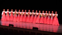 Ces danseuses folkloriques russes lévitent au dessus du sol... Incroyable
