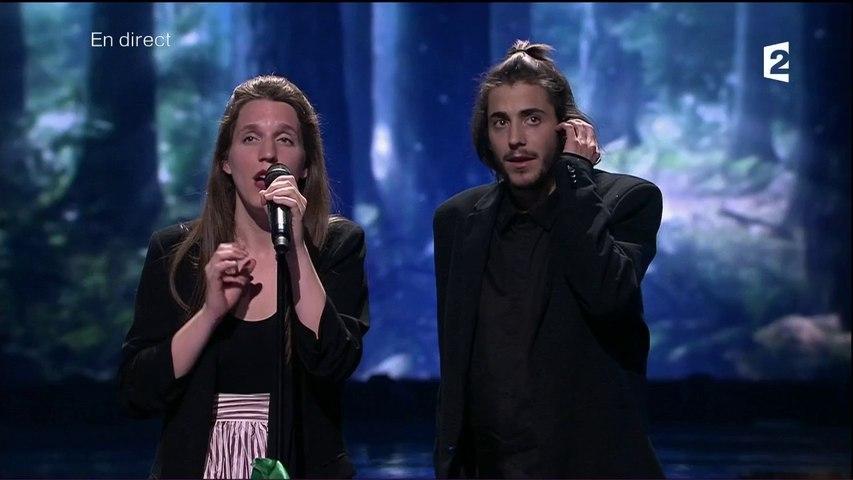 Salvador Sobral, vainqueur de l'Eurovision, interprète avec sa soeur « Amor pelos dois »