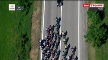 Grosse chute dans le peloton à cause d'une moto mal garée (Tour d'Italie)