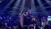 Un plaisantin baisse son pantalon sur scène à l'Eurovision