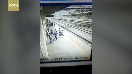 Il sauve une étudiante sur le quai d'une gare