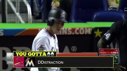 Une supportrice de baseball tente de déconcentrer le lanceur adverse
