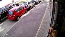 Így állt két kerékre és tört meg két autót egy Suzukis Győrben