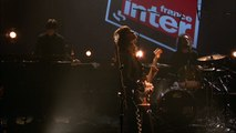 "Clara Luciani chante ""Comme toi"" en direct sur France Inter le 22 avril 2017"