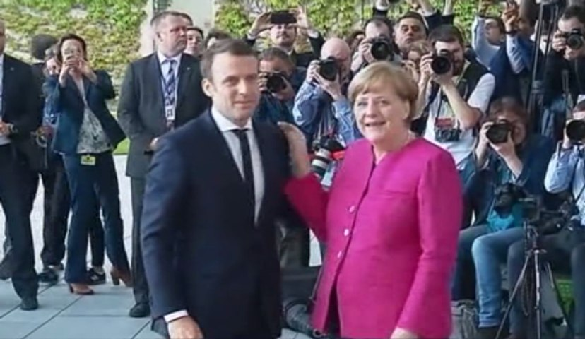 En Allemagne, Macron et Merkel s'accordent sur une nécessaire refonte de l'Europe