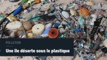 Une île déserte du bout du monde recouverte par des tonnes de déchets en plastique