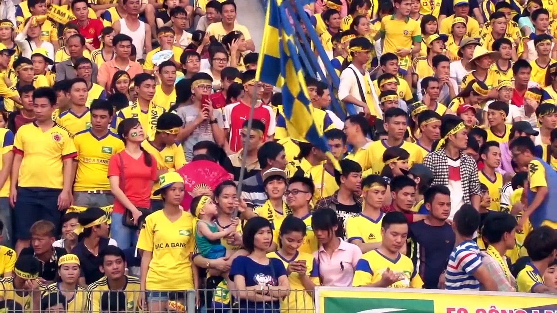 Xúc động ''sân khấu ngoại hạng'' của fan SLNA tại Hàng Đẫy
