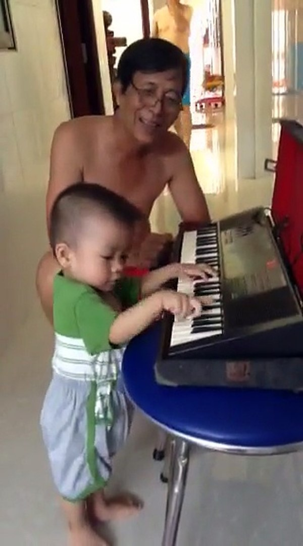 kid play music 1