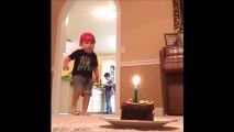 Il réussit à éteindre la bougie de son gâteau en shootant dans son ballon