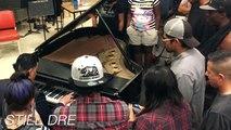 Ce pianiste joue les morceaux de Dr Dre au piano dans un lycée de Compton : Still Dre, What's the difference, The next episode...