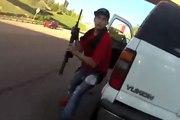 Un policier se retrouve face à un conducteur armé pendant un contrôle !