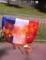 """Ils brûlent un drapeau français au son de """"Fils de p*te de français"""""""