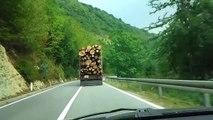 Crazy truck driver . Camion fou . Métier de l'extrême ( Subscribe Channel )